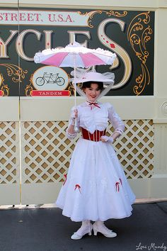 Mary Poppins! Costume idea for Halloween!