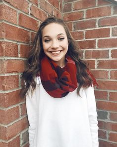I love Maddie so much, she's my favorite on Dance moms !! <3