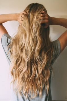 Tutorail by Barefoot Blonde (color for hair beachy waves) My Hairstyle, Messy Hairstyles, Pretty Hairstyles, Blonde Hairstyles, Hairstyle Ideas, Travel Hairstyles, Good Hair Day, Great Hair, Barefoot Blonde