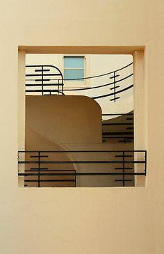 Kunstschmiedearbeiten im Art-Deco-Stil von Christopher Biggs - Art Deko Art Deco Stil, Modern Art Deco, Art Deco Home, Beautiful Architecture, Architecture Details, Interior Architecture, Interior Design, Escalier Art, Bauhaus