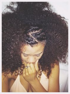 thelazynatural:  I never style my hair, thought i'd try something new.