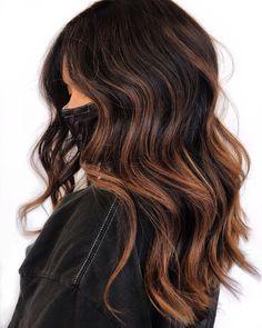 Light Blonde Hair, Light Hair, Dark Hair, Hair Color Streaks, Hair Highlights, Pelo Color Caramelo, Ash Blonde Balayage, Brown Blonde, Blonde Brunette