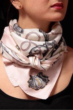 Foulard Hermes Les clés rose vintage carré de soie Ways To Wear A Scarf, How 9b02848a0fd