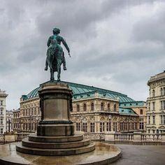 Beautiful Vienna! #vienna #austria #wien #statue #museum #horse #monument #europe #travel (at Vienna, Austria)