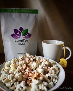 Grab a healthy snack & some antioxidant-rich tea- it's time for the #oscars!!! @soulful_and_healthy www.LumiTea.com/