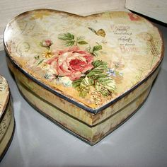 Collection of Vintage Tin Boxes - Games - English - The Free Dictionary Language Forums Vintage Roses, Vintage Floral, Decoupage Tins, Tin Boxes, Vintage Designs, Decorative Boxes, Valentines, Plates, Free Dictionary