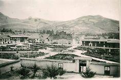 Foto antigua de la Plaza de Armas de Cajamarca tomada desde la Iglesia de San Francisco.
