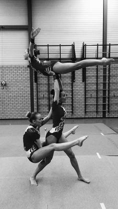 Acrobatic Gymnastics - balance - trio - C Gymnastics Flexibility, Gymnastics Training, Gymnastics Videos, Acrobatic Gymnastics, 3 Person Yoga Poses, Martial, Cheer Moves, Partner Yoga, Lift And Carry