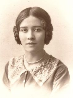 For women who preferred long hair in the late 1920s, plaits coiled and pinned around the ears in the 'earphones' style was popular.