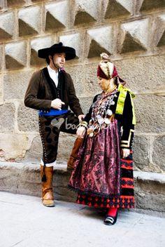 Spanish Costume, Spanish Dress, Mode Costume, Costume Dress, Ethnic Dress, World Cultures, Ethnic Fashion, Historical Clothing, Traditional Dresses