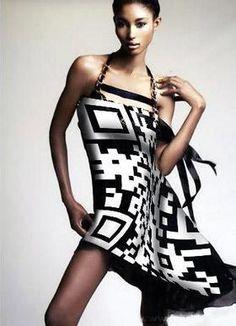 #QR Code e la moda - - QR Code and the fashion - - BTC vous habille en interactif pour les fêtes