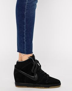 Imagen 4 de Zapatillas de deporte hi-top de cuña en ante negro Dunk Sky Essential de Nike