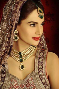 Bride looks ethereal in this exquisite kundan jewellery