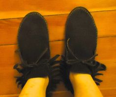 950aa9da635e Bohemian Leather Suede w Fringe Brown Slip On Round Toe Moccasin Crepe Sole  Shoes 60s 70s Size 9 1 2 9.5 39