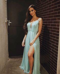 Blue Dresses, Prom Dresses, Formal Dresses, Moda Casual, Foto Pose, Tumblr Fashion, Poses, Military Ball, Girl Model