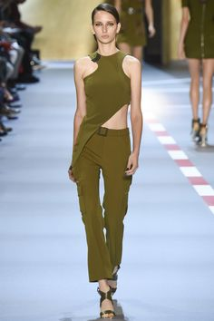 http://www.vogue.com/fashion-shows/spring-2016-ready-to-wear/mugler/slideshow/collection