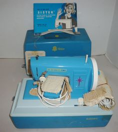 VINTAGE 1950'S SISTER NO.25 CHILDS ELECTRIC SEWING MACHINE IN CASE W/MANUAL