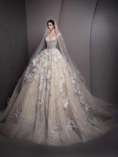 6 Beautiful Wedding Dress Trends in 2020 Fancy Wedding Dresses, Wedding Dress Sketches, Beautiful Bridal Dresses, Bridal Skirts, Wedding Dress With Veil, Amazing Wedding Dress, Wedding Dress Trends, The Bride, Traditional Gowns
