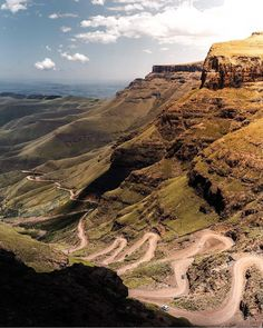 "6,739 mentions J'aime, 83 commentaires - SouthAfrica (@southafrica) sur Instagram : ""Slowly making their way up the Sani Pass to the highest pub in Africa. Photo by @aidannugentza…"" South Africa, Grand Canyon, Amazing, Nature, How To Make, Travel, Instagram, Naturaleza, Viajes"