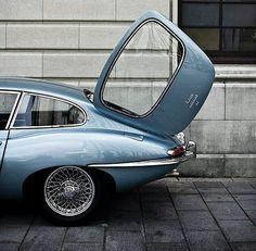 Macchine/Cars Jaguar E-Type Auto Design, Automotive Design, Retro Cars, Vintage Cars, Jaguar Type E, Automobile, Love Car, Car Car, Courses