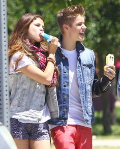 I want to eat ice cream with him