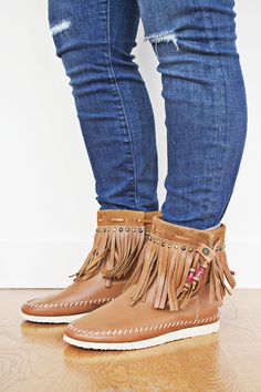 Cute Boho-style ankle fridge booties to pair with skinny jeans or a flowy trapeze dress!