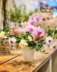 Symphony of Orchids Wedding Dreams, Wedding Things, Dream Wedding, Easter Flowers, Spring Flowers, Flower Arrangement, Floral Arrangements, Hope Symbol, Flower Centerpieces