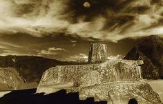 """De acordo com uma lenda : """" Diz-se que o #Intihuatana era essencial, porque eles usaram para amarrar o #Sol como era seu pai e seu #Deus e não queria sair, ou talvez queria alongar o dia para trabalhar mais vales férteis abrindo sulcos ou cultivar os frutos da ' #Pachamama (#MãeTerra) . """" http://www.trilha-salkantay.com"""