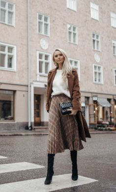 Silk skirt midi long fall look black a-line skirt outfit Sil.- Silk skirt midi long fall look black a-line skirt outfit Silk slip bias black wear street style look - Fashion Mode, Fashion Week, Look Fashion, Winter Fashion, Womens Fashion, Fashion Black, Cheap Fashion, Fashion Terms, Young Fashion