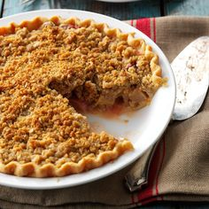 Strawberry/Rhubarb Crumb Pie Recipe -Everyone seems to have a rhubarb patch here in Maine. This pie won first prize at our church fair; I hope it's a winner at your house, too! —Paula Phillips, East Winthrop, Maine Strawberry Rhubarb Pie, Rhubarb Crumble, Strawberry Recipes, Fruit Recipes, Dessert Recipes, Rhubarb Recipes, Cooking Rhubarb, Rhubarb Desserts, Home Recipes