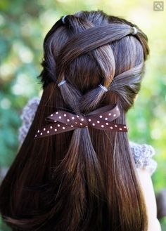 This hairstyle is so cute for spring