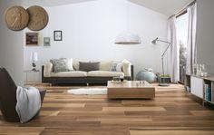 Taki salon mogę mieć :] Płytki przypominają naturalne drewno.