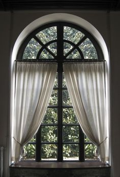 Palladian window, curved top, or arched top windows, ideas for curtains and blinds. See photographs of palladian windows, curved and arched top curtains. Half Circle Window, Half Moon Window, Window View, Dining Room Windows, Bathroom Windows, House Windows, Arched Window Coverings, Curtains For Arched Windows, Oval Windows