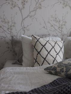 syyskuunkuudes_makuuhuone_hookedonwalls4 All Pictures, Throw Pillows, Home Decor, Toss Pillows, Decoration Home, Cushions, Room Decor, Decorative Pillows, Decor Pillows