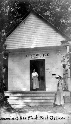 Mary Elizabeth Edwards (Memie) standing in the doorway of the Post Office in Lloyd, Florida Antique Photos, Vintage Pictures, Old Photos, Vintage Florida, Old Florida, Florida Hotels, Central Florida, Post Bus, Old Post Office