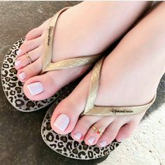 Small but so cute rings 💍 Delicious feet👣 💋 Pretty Toe Nails, Cute Toe Nails, Cute Toes, Pretty Toes, Pretty Sandals, Beautiful Blonde Girl, Beautiful Toes, Teen Feet, Pink Toes