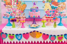 festa tema shopkins em candy colors com doces decorados;