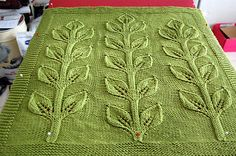 Sprout Blanket ~ knitted throw or baby wrap, by Hanna Breetz | via Siruveru @ Wordpress, or buy pattern ($5) via Ravelry