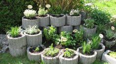 Stapeln Sie einige Steine aufeinander und bauen Sie Ihre eigene Kräuterschnecke im Garten… leckere frische Kräuter!
