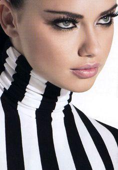 Adriana Lima-black and white turtle neck-long lashes Adriana Lima, Beautiful Curves, Beautiful Eyes, Beautiful Women, Beauty And Fashion, White Fashion, Stripes Fashion, Top Models, Black White Stripes