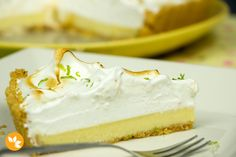 Aprenda a fazer uma deliciosa e MUITO fácil Torta de Limão com Cobertura de Merengue Italiano que fica linda e é a cara do verão.
