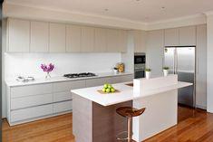 Unsere Caesarstone Küchenarbeitsplatten erfüllen zwei wichtige Voraussetzungen: Sie passen zum Design der Küche und sind extrem belastbar.   http://naturstein-hengstler.de/quarzstein-innovativer-quarzstein