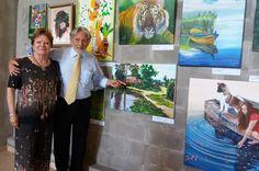Elizabeth Kunsting y el profe mostrando su precioso paisaje campestre...