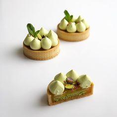 Love the design Small Desserts, Fancy Desserts, Gourmet Desserts, Plated Desserts, No Bake Desserts, Delicious Desserts, Dessert Recipes, Zumbo Desserts, Tart Recipes