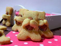 Ecco per voi dei tenerissimi orsetti che abbracciano e coccolano le loro mandorle! Sono degli stradolcissimi biscotti agrumi e mandorle! Qui la ricetta!