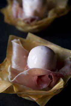 Cestini di pasta phyllo con crudo e melone Best Italian Recipes, Favorite Recipes, Prosciutto Ham, Wake And Bake, Pasta, Finger Foods, Ice Cream, Baking, Breakfast