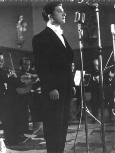Zeki Müren the most famous twentieth-century singer in all Turkish-speaking countries. Turkish Fashion, Film Music Books, Turkish Actors, Royal Albert, Pretty People, The Twenties, Twitter, Old School, Actors & Actresses