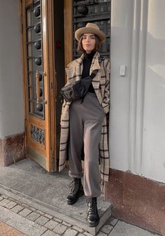 Who knows her acc? Winter Fashion Casual, Fall Winter Outfits, Autumn Winter Fashion, Look Fashion, Girl Fashion, Fashion Outfits, Fashion Trends, Mode Outfits, Stylish Outfits