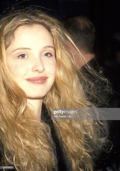Before Sunrise Movie, Before Trilogy, Julie Delpy, Beautiful People, Beautiful Women, Movies And Series, Secret Crush, 90s Hairstyles, French Actress