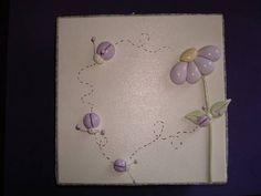 Caixa em mdf, toda pintada à mão com apliques em biscuit,e tecido. <br>Serve como porta-joias.